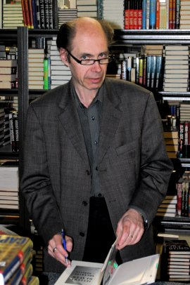 Jeffery Deaver visiting VJ Books for book signing