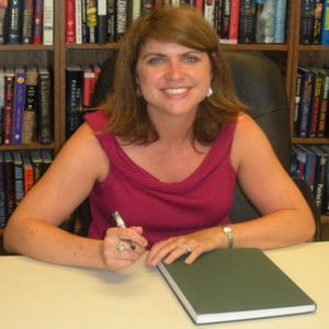 author Lisa Gardner at VJ Books