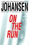 On the Run | Johansen, Iris | Signed First Edition Book